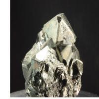Une pyrite en rotation à 360 degrés.